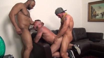 Alessio Romero затеял с двумя геями групповой секс и вдоволь натрахался