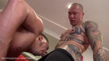 Азиатский мафиози ебет гея латиноса, который не хочет возвращать долг бандитам