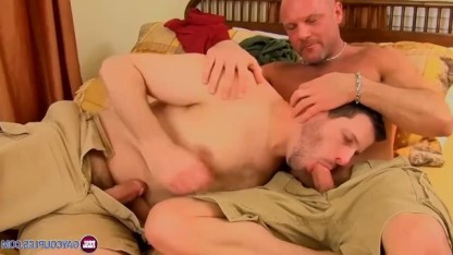 Два гея отмечают день всех влюбленных при помощи клевого анального секса