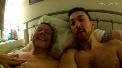 Гей сосет хуй зрелого мужа своей мамки и трахает его в задницу