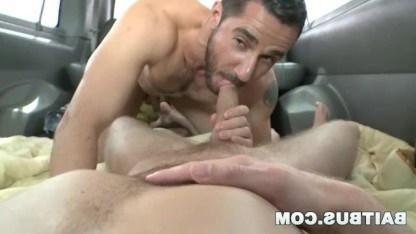 Грудастая сучка уговорила друга трахнуться со зрелым мужиком геем Dean Monroe