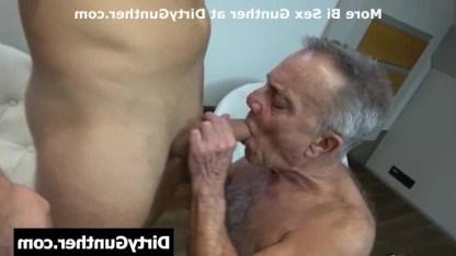 Озабоченный старикашка с удовольствием сосет юноше и доводит его до оргазма