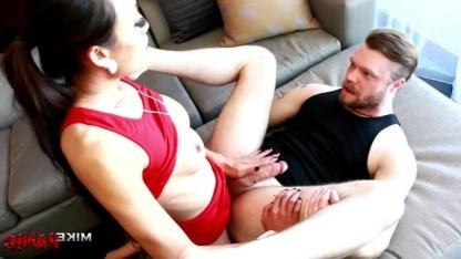 Транс Venus Lux показывает мужику настоящее наслаждение от анального секса