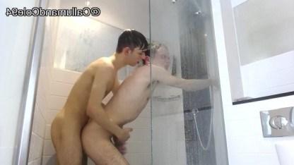 Юноши хотели вместе помыться, но не выдержали и занялись диким анальным сексом