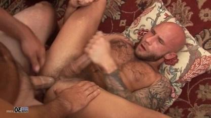 Зрелые геи классно ебутся в попку и обливают друг друга горячей кончой