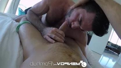 Зрелый гей Билли Санторо растормошил любовника утренним сексом